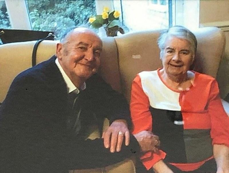 Брайън Тейлър и съпругата му Нанси, която е в старчески дом с тежка деменция.