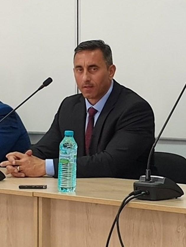 Шефът на НАП Румен Спецов остава на поста