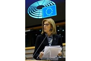"""Стела Кириакиду представя програмата """"Европа в подкрепа на здравето"""" пред Европарламента."""