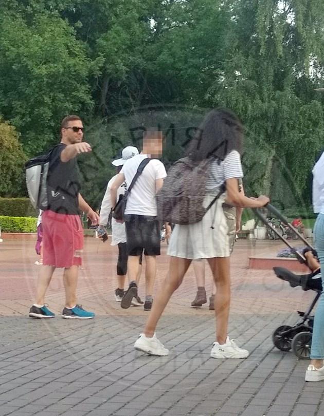 Орлин Павлов със семейството в парка