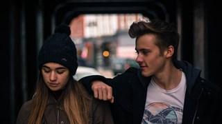 Кога партньорът ни се превръща в емоционална патерица?