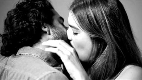 Бихте ли целунали напълно непознат заради експеримент?  (видео)