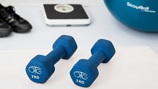 Какво са изолиращи упражнения и как да напреднем с тях?
