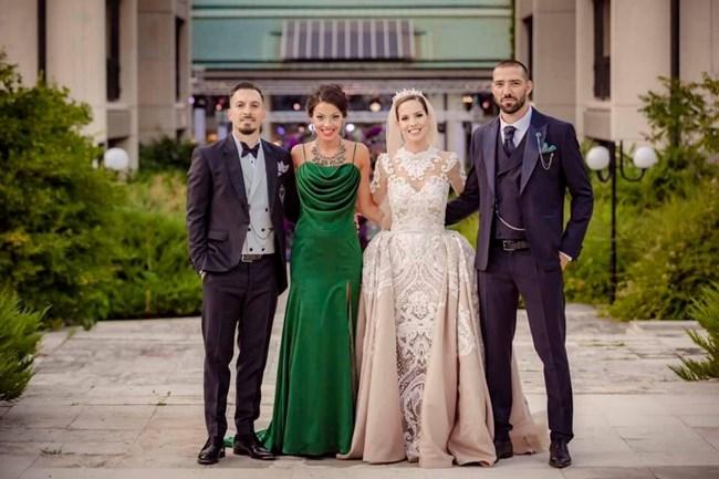 Младоженци и кумове