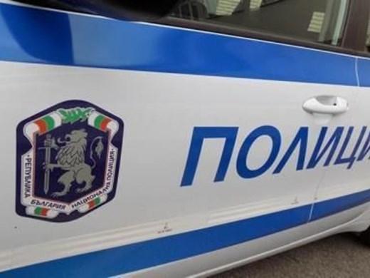 Психично болен се барикадира с брадва в апартамент във Варна