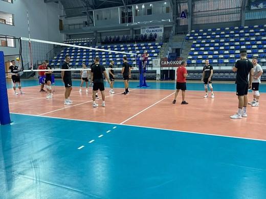 Волейболистите се преместиха да тренират в Самоков