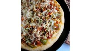 Пица със зелени чушки и гъби