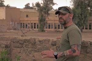 """Кадър от филма """"Само смелите живеят вечен живот"""" със снайпериста Тодор Станков."""