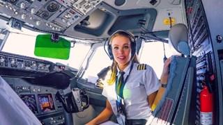 Красавица-пилот стана хит в Instagram (галерия)