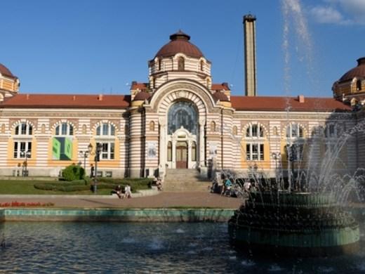 София без официални тържества, но къде входът е безплатен, има и DJ парти в метрото