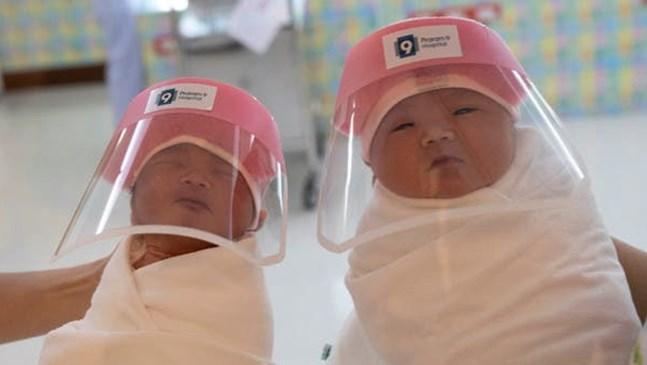 В Тайланд изписват новородените с предпазни шлемове