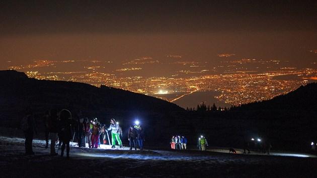 Нощно изкачване и спускане от Черни връх на челници (Снимки)