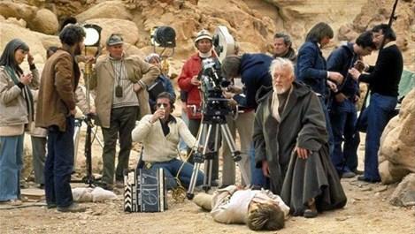 """Уникални кадри зад сцената на """"Междузвездни войни"""""""
