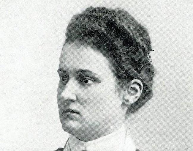 Елизабет Шрагмюлер се издига бързо в разузнаването, но никога не е изпълнявала шпионски задачи.