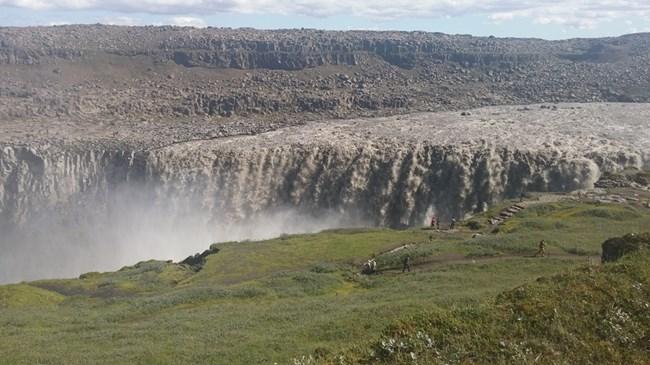Детифос, най-мощният в Исландия и на Стария континент водопад с ледникова вода
