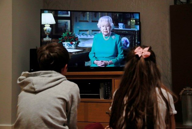 Кралица Елизабет Втора благодари на лекуващите от COVID-19: Заедно ще се справим (Видео)