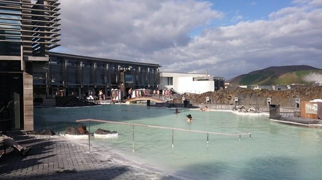 Известната Синя лагуна, хай-посещаваното от туристи място.