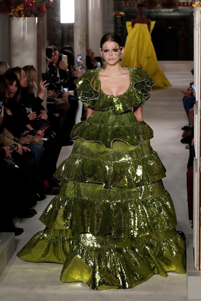 Дълга рокля цялата в пайети