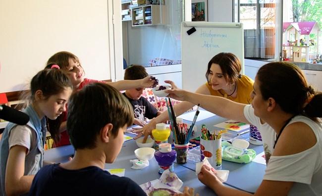 Ирмена и децата от специализирания образователен център
