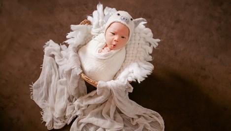 Защо бебетата се плезят