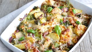Къпани картофи с броколи