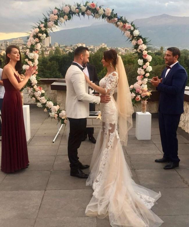 Джулия и Кристиан в сватбения си ден СНИМКА: ПЛАНЕТА ТВ