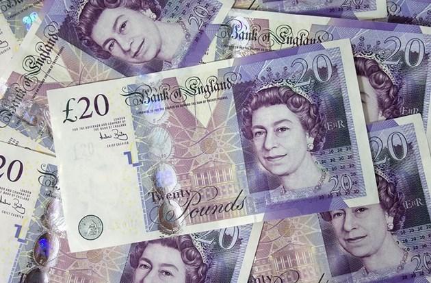 Курсът на британската лира скочи след победата на консерваторите