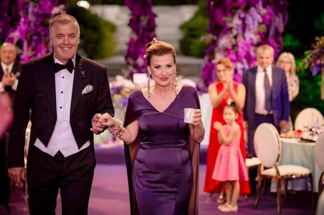 Илияна Раева и съпругът й в сватбения ден на дъщеря им.