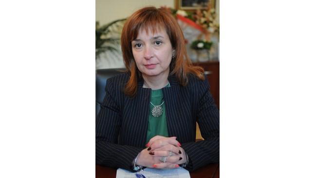 Зорница Русинова: 18-годишна е държавна детегледачка на близнаци