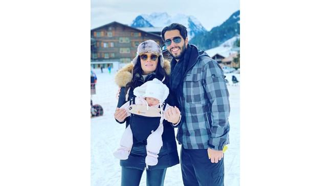 Соня Йончева на ски с бебето