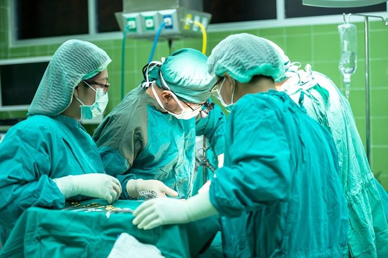 Миналия петък 27-годишна жена, изпаднала в мозъчна смърт, стана донор на черен дроб. Той бе успешно трансплантиран на друга жена във ВМА, която вече се възстановява. Белият дроб обаче бе предоставен на болницата във Виена.