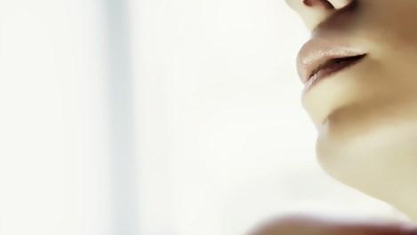 Нанасяме ли правилно блясъка за устни