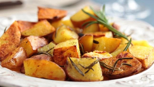 Ароматни картофи с бяло вино, мащерка и розмарин