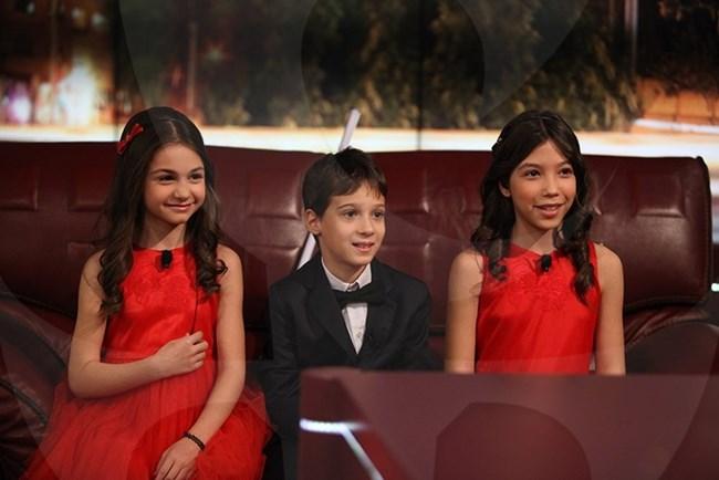 """Крисия, г-н Андреев и Тереза (от ляво на дясно) в рубриката """"Запознай се с малките"""" СНИМКА: САЙТЪТ НА """"ШОУТО НА СЛАВИ"""""""