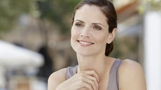 Рецепти за женственост: започнете от деколтето и шията