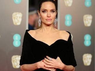 Анджелина Джоли през годините - за успехите и депресиите (Снимки)
