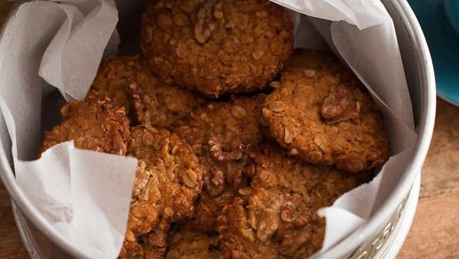 Домашни ореховки с червена боровинка