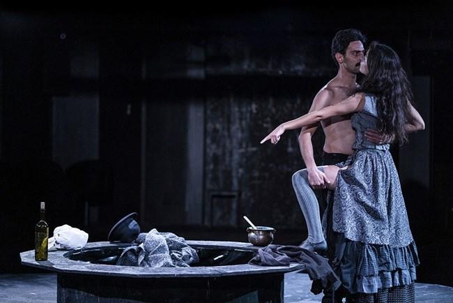 """Елена в пиесата """"Наблюдателите"""" на сцената на Народния театър, тя е член на първата трупа"""