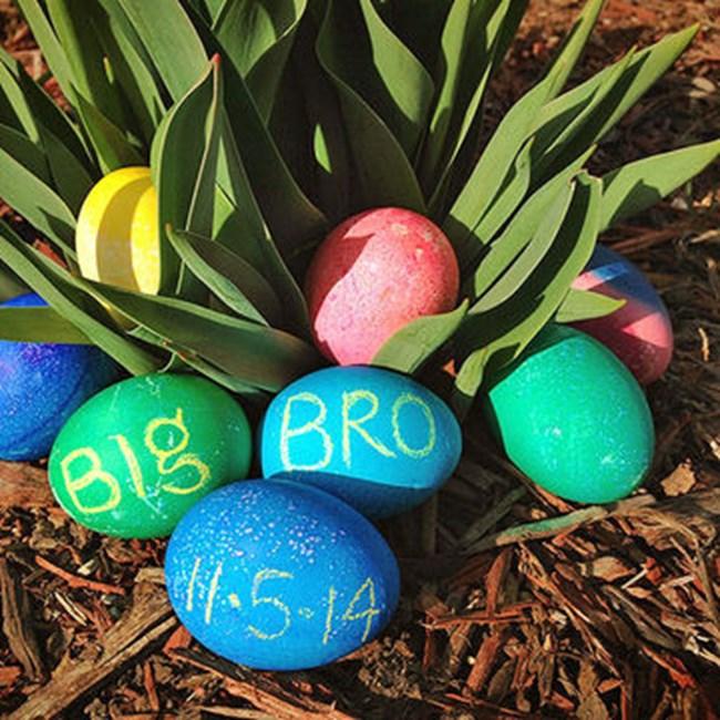 """Надпис """"бременна съм"""" на едно от яйцата.СНИМКА: Courtesy of Angela"""