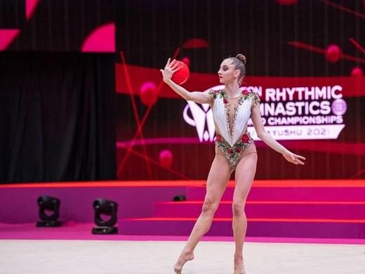 Калейн в подножието на медалите на обръч  и топка, Воложанина с финал в дебюта си на световно