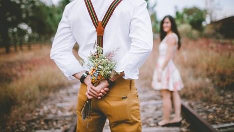 Вземи кредит, купи й цветя за Свети Валентин
