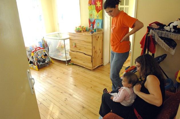 България е трета в ЕС по пренаселени жилища, 11% живеят нашироко