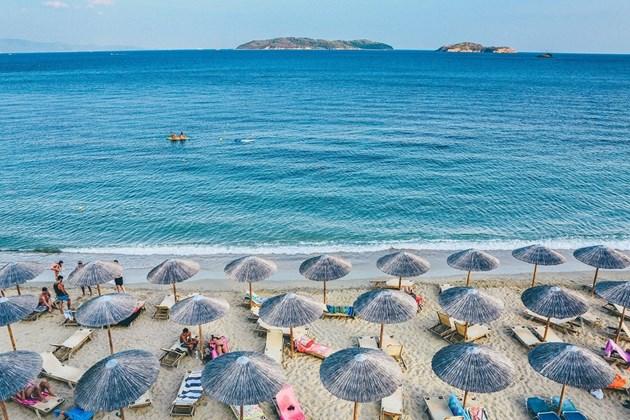 Премахват преместваеми обекти в нарушение по курорти и морски плажове