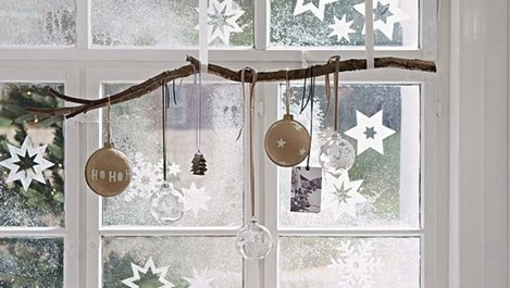 Идеи за коледно украсени прозорци (снимки)