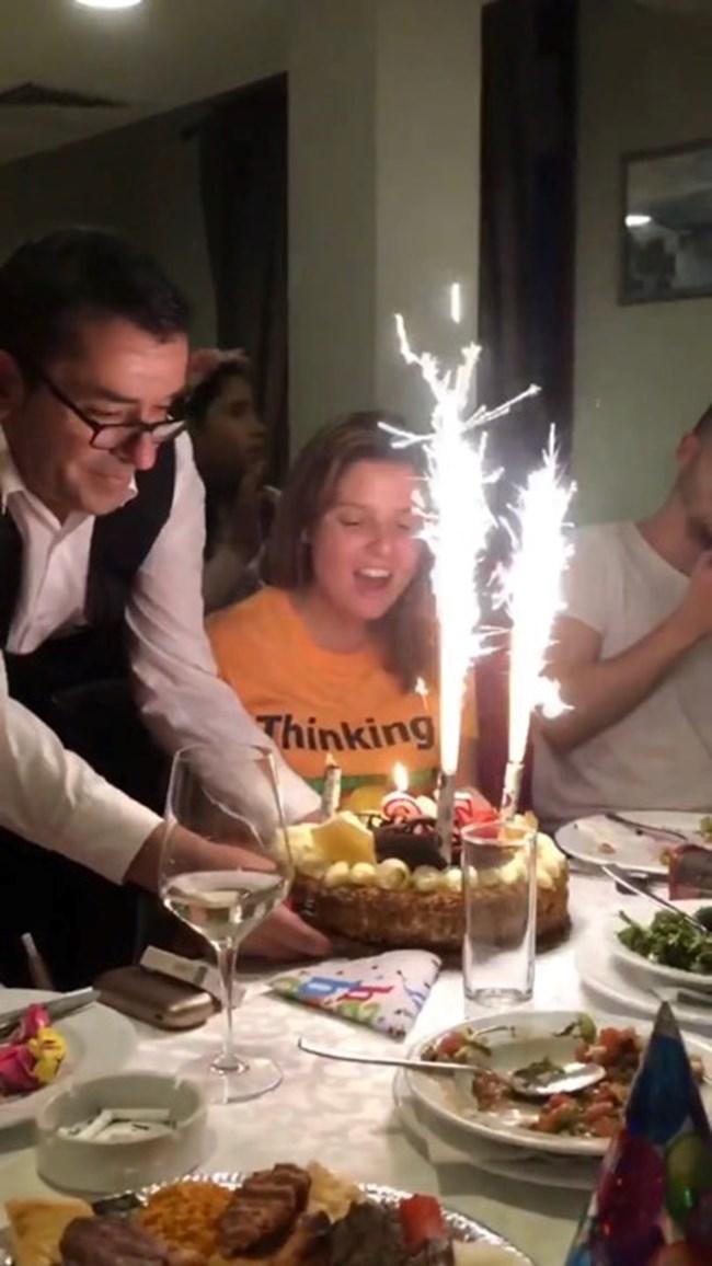 Въодушевена духа свещите на тортата