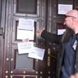 Протест на служители от затворени бизнеси заради неполучени помощи пред МС