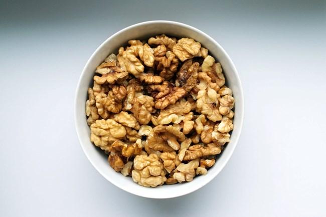 Сурови ядки и семена - съдържат фибри, витамин Е и магнезий.