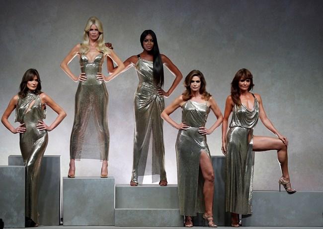 Петте най-велики манекенки се появиха заедно в Милано  и ослепиха с външността си - Карла Бруни, Клаудия Шифър, Наоми Кембъл, Синди Крауфорд и Хелена Кристенсен (отляво надясно).