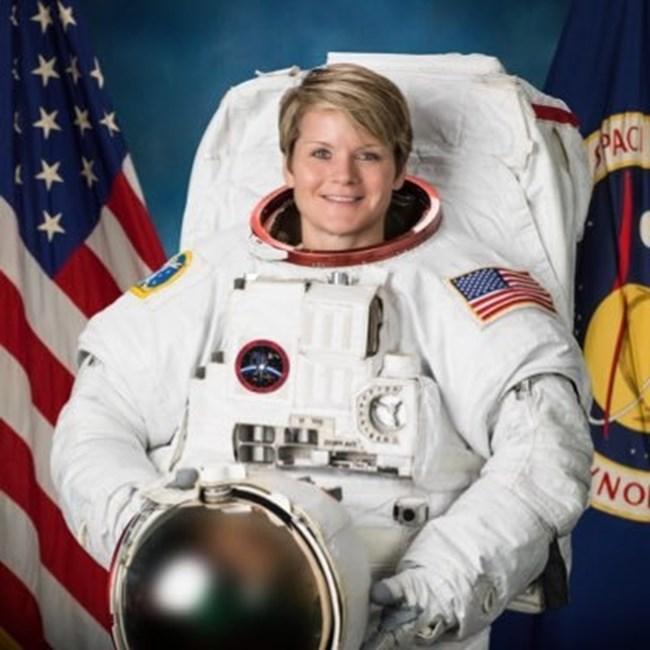 Ан Маклейн Снимку: Twitter/НАСА