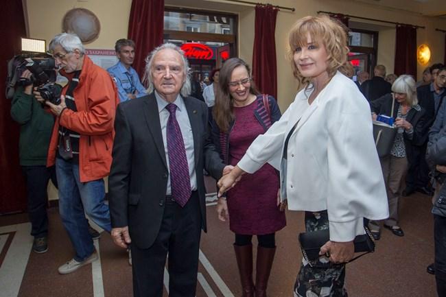 Поздрав за режисьора акад. Людмил Стайков, който има големи заслуги за израстването на Аня Пенчева като актриса.
